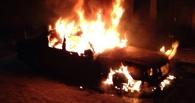 Во дворе Омска полностью выгорел Mercedes
