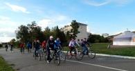 Виктор Назаров прокатился на велосипеде по центру Омска