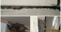 В доме, где прошлым летом обрушилась стена, строители заделывали швы бумажными пакетами