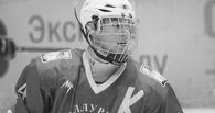 16-летний хоккеист умер после того, как ему в шею попала шайба