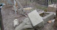 В Омской области вандалы разгромили несколько могил на кладбище