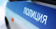 Жители Омска заметили около киоска мёртвого мужчину с пакетом на голове