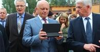 Назаров вручил детдомовцам образовательные планшеты