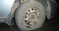 Житель Омской области проткнул ножом четыре колеса автомобиля из мести односельчанину
