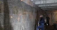 В Омске вандалы разрушили потолок в строящемся переходе на Ленина
