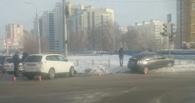 В Омске автоледи не поделила перекресток с Toyota Prius на Левом берегу