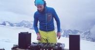 Мировой рекорд: диджей из России взобрался на Эльбрус и отыграл там часовой сет