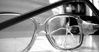 В Омске школьнику на перемене повредили глаз пластиковой бутылкой