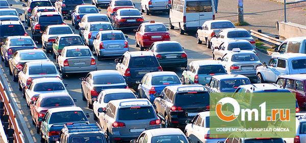 В Омске с весенним потеплением усилились пробки
