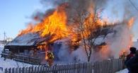 В Омске пожарные вытащили из огня восьмилетнего мальчика