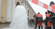В Омске ночью бил фонтан из-под земли