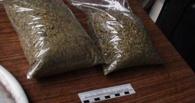 Двух наркоманов в Омске поймали в подъезде одного из домов