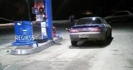 В Омске водитель вырвал бензоколонку и попытался увезти ее с собой