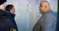 Отец и сын украли у омича металлические двери и выселили его