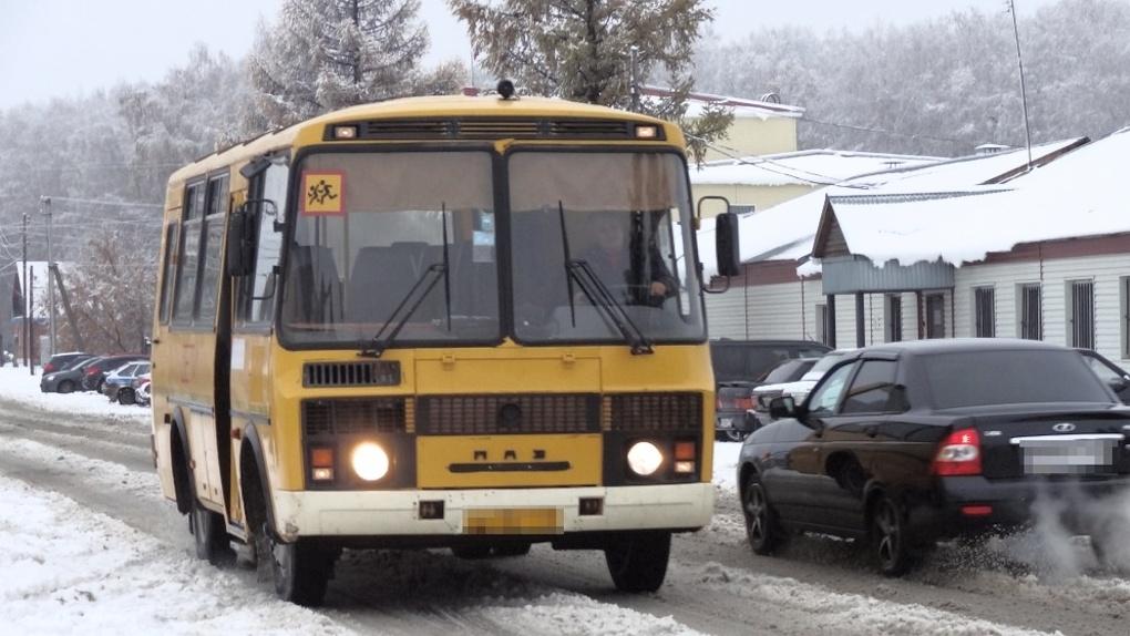 Жителей 203 деревень Омской области доставят на выборы на школьных автобусах