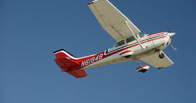 В Америке самолет упал во двор жилого дома