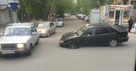 В Омске перекрыли улицу Маяковского из-за провала дороги