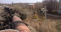 Под Омском с рельсов сошли 6 вагонов с сырой нефтью (ФОТО)
