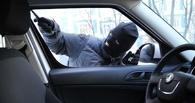 В Омске воришка украл из автомобиля глушитель и пылесос