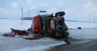 На трассе «Тюмень-Омск» фура раздавила «десятку»: два человека погибли