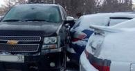 В центре Омска женщина на «Хендай» протаранила сразу пять автомобилей