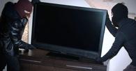 Омичка вынесла телевизор из гостиничного номера