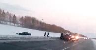На трассе под Омском столкнулись «Камаз» и три легковушки (ВИДЕО)