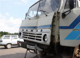 У асфальтового завода омич на «ЛАДЕ» погиб от столкновения с «КамАЗом»