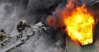 В Омске в горящей пятиэтажке чуть не погиб человек