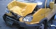 В Омске автоледи врезалась в маршрутку