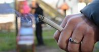 Омичей поймали за курением на детских площадках