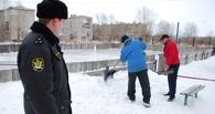 В Омске должников по штрафам заставили залить каток