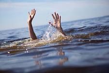 В Омске в реке Оми едва не утонул человек