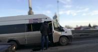В Омске пассажиры выдавили стекло в переполненной маршрутке