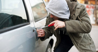 В Омске мужчина задержал грабителя, который пытался поджечь его авто