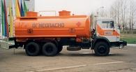 В омских Нефтяниках локомотив врезался в грузовик с химреагентом