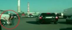 В Омске после ДТП двое из Toyota Prado избили водителя