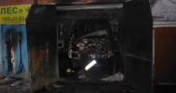 В Омске автомобиль сгорел прямо в гараже
