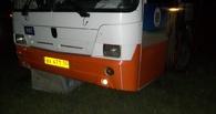 В Омске водитель автобуса потерял управление и съехал на газон