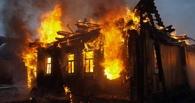 В Омской области 16 пожарных больше двух часов тушили дачу
