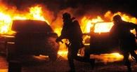 В Омске ночью в одном дворе сгорели два автомобиля