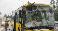 В Омске в аварию попал перевозивший футболистов автобус