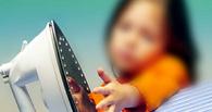 В Омской области годовалая малышка уронила на себя горячий утюг